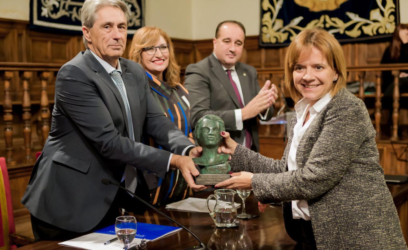 IV Premio Francisca de Pedraza categoria Empresa a ILUNION que recoge.