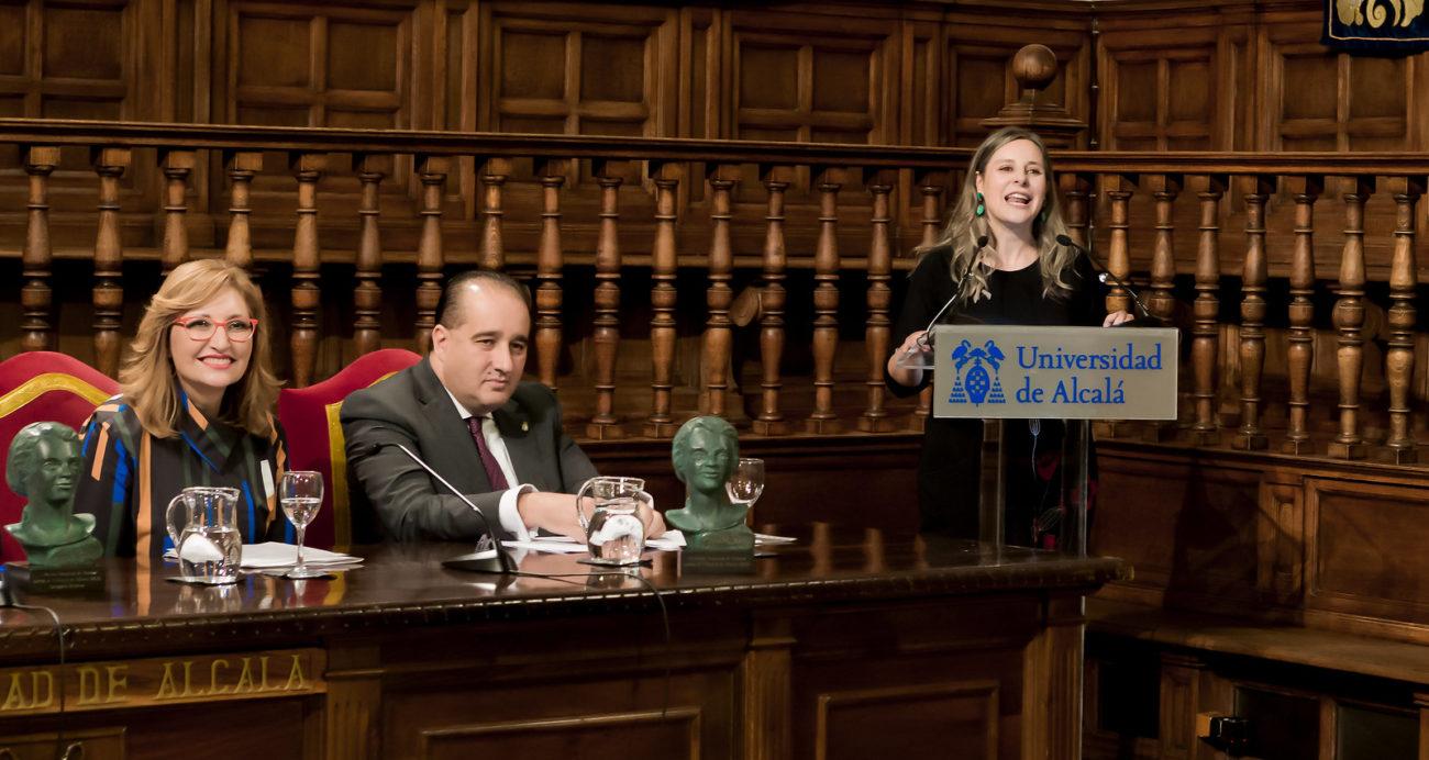 Araceli Martínez Esteban dirijiendo unas palabras de agradecimiento por el premio recibido.